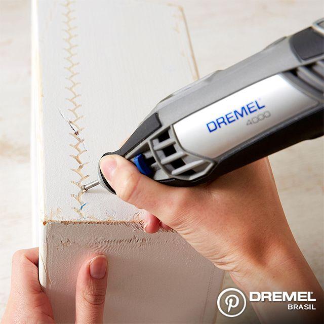 Passo 5: Agora usando a ponta de gravação, vamos marcar o desenho na madeira usando a Dremel. Em madeira, recomendamos velocidade de 30.000 rpms para esse tipo de trabalho.