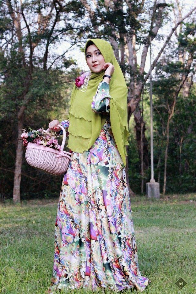 Glowing with 'hijab syar'i'
