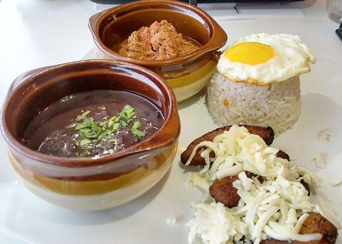 Arrancamos un nuevo año con las baterías recargadas, listos para afrontar los retos que encontremos en el camino. No hay mejor manera de comenzar el 2017 que con un plato típico venezolano: el Pabellón Criollo. #BocasGrill