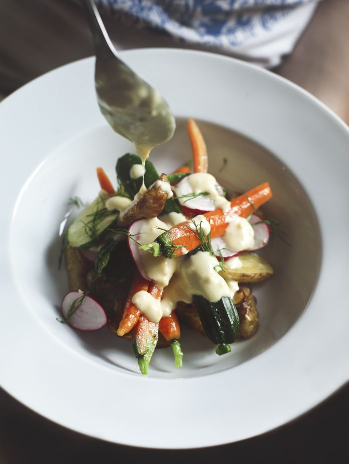 Suvi sur le vif: roasted potatoes and marinated summer vegetables with lemon