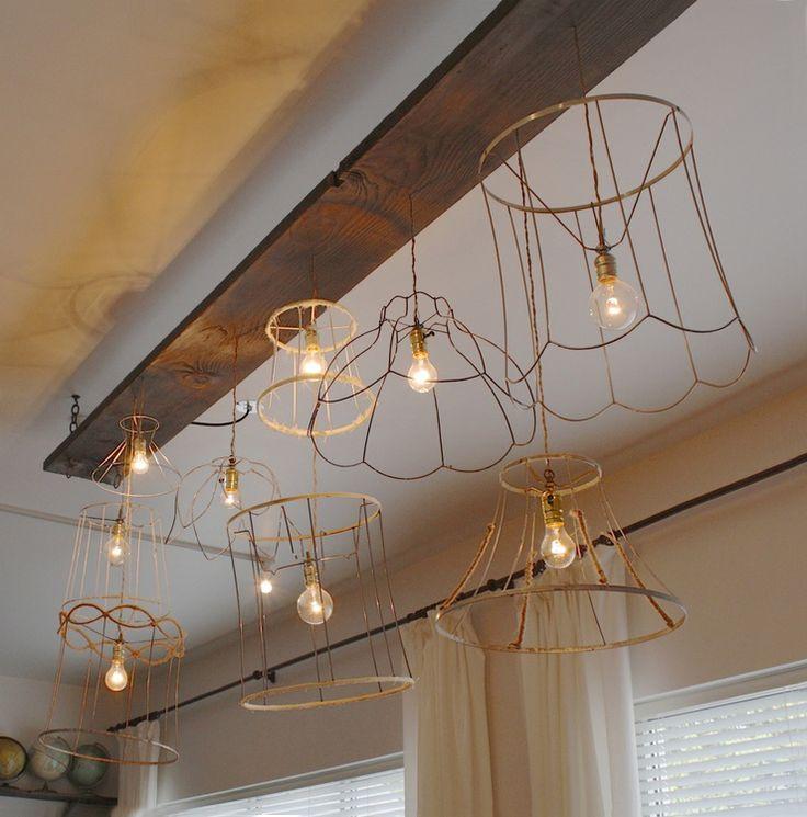 Stijlvolle #verlichting gecreëerd van #vintage #schemerlamp #lampenkappen #frames van #ijzer