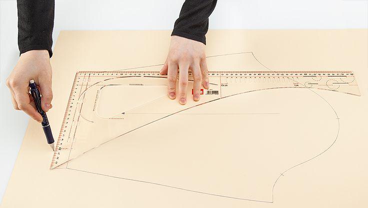 Näht Ihr Kleidung selbst? Heute stellen wir Euch zwei praktische Helfer vor, wenn es darum geht, Schnitte zu erstellen und Schnittmuster auf die eigenen Maße anzupassen.   Hier geht's zum Produkt-Tipp im Blog: http://blog.buttinette.com/basteln/produkt-tipp-schneiderlineal-und-kurvenlineal  #schneidern #Schnittmuster #schneiderlineal
