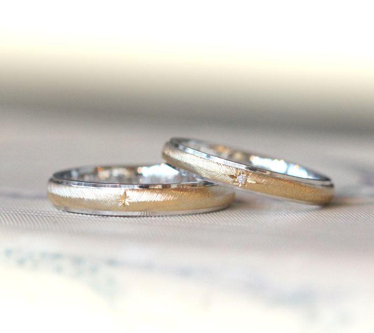 内側はプラチナ、外側をゴールドでおつくりしたコンビカラーの結婚指輪。表面の飾り彫りは、羽模様の細かいテクスチャ。 センターは、男性が星型の飾り彫り。 女性はダイヤモンドを1pc横長の星型で留めました。 [marriage,wedding,bridal,マリッジリング,オーダーメイド,K18,Gold,Pt900,diamond,ring]