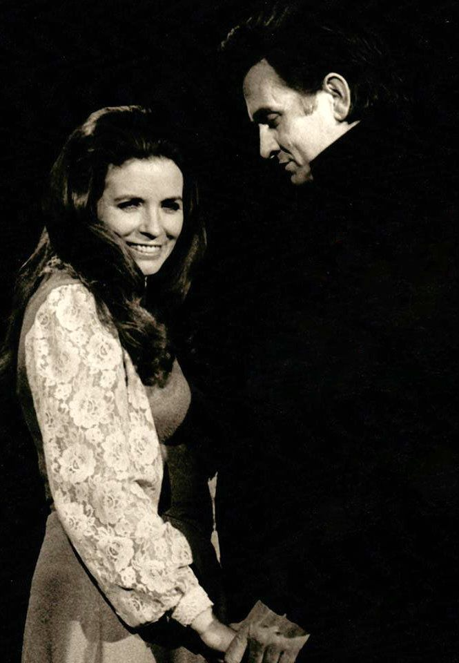 Johnny Cash & June Carter on stage 1971