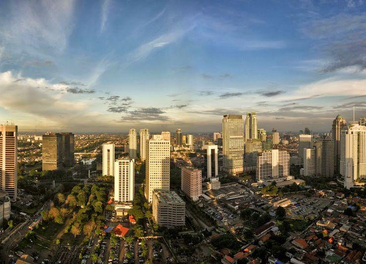 Berikut ini adalah alasan mengapa banyak perusahaan lokal hingga asing mencari office space in Sudirman Jakarta untuk menemukan ruang kantor yang ideal. Karena kawasan Sudirman Jakarta selatan merupakan bagian dari segitiga emas Jakarta, yang memiliki nilai prestisius tinggi bagi pebisnis.