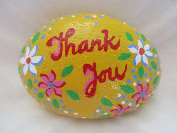 Peint rock «Merci»  Peintures acryliques sur une roche de rivière, finition transparent brillant.  Taille: 2,5 x 2 x 1 pouce  Merci de visiter ma boutique PlaceForYou.