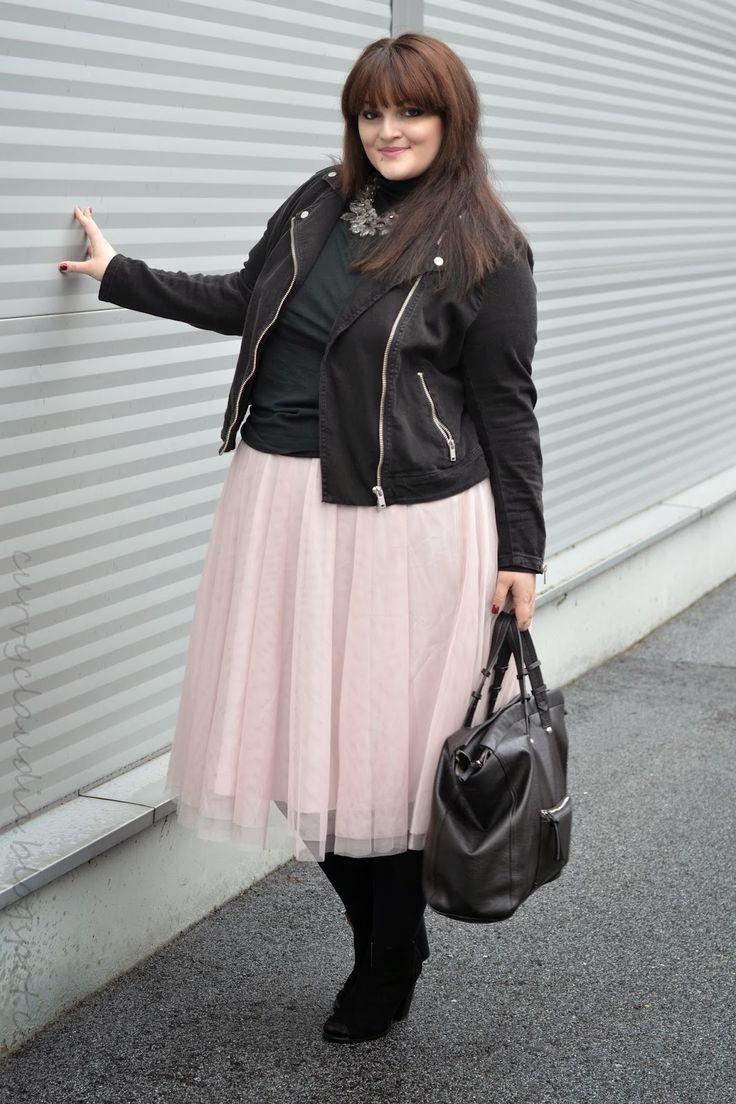 Curvy Claudia: One skirt, three ways to wear it
