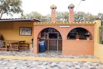 Cocina exterior semicerrada con arcos y comedor exterior barbacoas cocinas y pergolas para - Cocinas de exterior con barbacoa ...