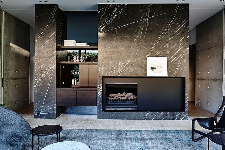 Black marble andere steel.