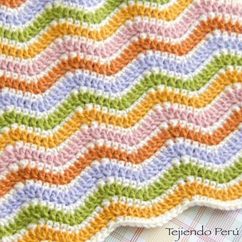 Punto ondas básico tejido a crochet! Ideal para hacer cobijas para bebés, niños y adultos  #crochet #ganchillo #ondas #ripplestitch #punto #waves #instacrochet #instaganchillo