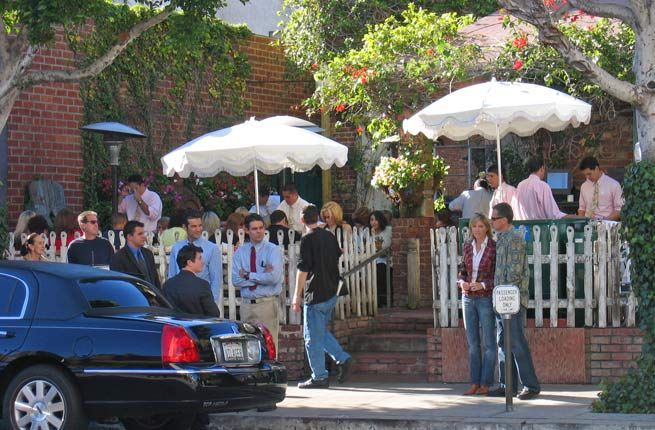 20 Ultimate Things to Do in Los Angeles   Fodors: Dine at the Ivy and stroll over to Rodeo Drive