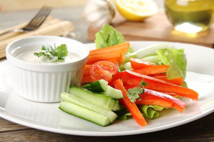 Sprawdzony przepis na Warzywne sticksy z ziołowym dipem. Wybierz sprawdzony przepis eksperta z wyselekcjonowanej bazy portalu przepisy.pl i ciesz się smakiem doskonałych potraw.