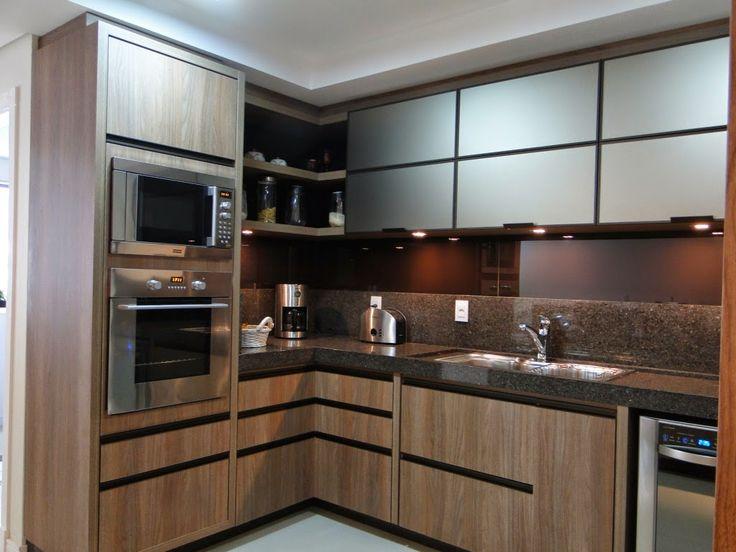 Cozinha marrom, com puxadores em alumínio pintados de grafite
