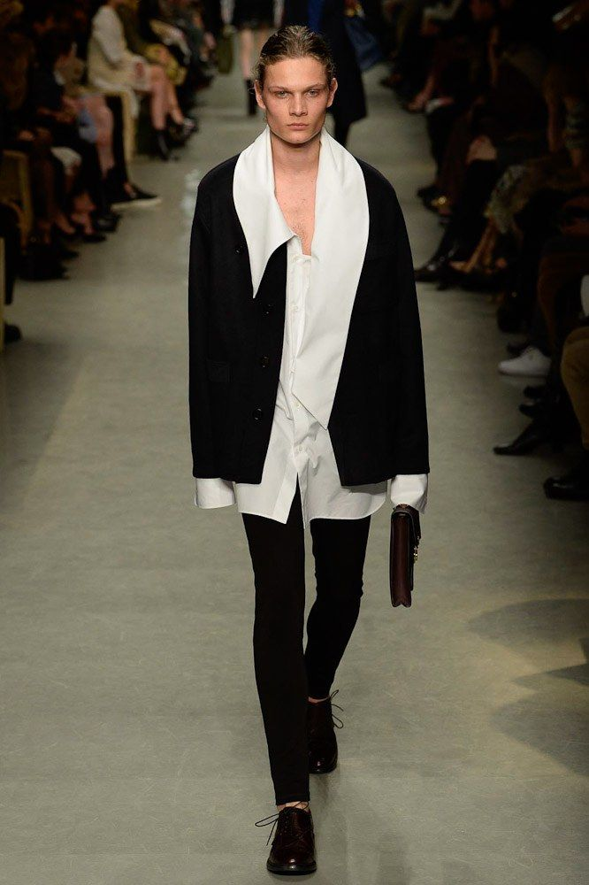 Burberry Spring 2017 Ready-to-Wear Fashion Show - Jordi van Spanje