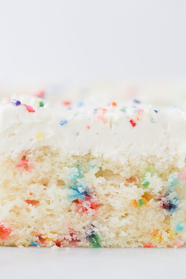 Selbst gemachter Funfetti-Blatt-Kuchen   – cakes/ pies