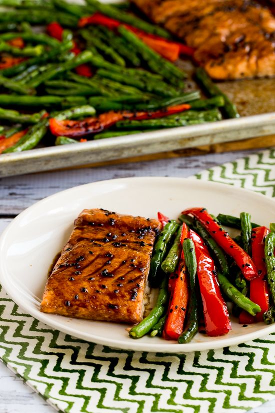 Roasted Asian Salmon and Green Beans Sheet Pan Meal coolinaria.es #food #foodporn #foodies