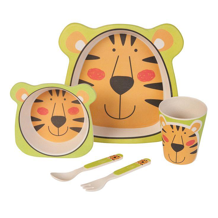 Unser Bambus Geschirrset mit niedlichem Tiger Motiv zaubert jedem Kind ein Lächeln ins Gesicht. Das farbenfrohe und kindgerechte Design verwandelt jedes Essen in ein Abenteuer. Dank seiner ergonomischen Form und seiner guten Haptik ist es wunderbar für kleine Kinderhände geeignet. Das Set besteht aus 5 Teilen und beinhaltet einen Teller, eine Schale, einen Becher sowie eine Gabel und einen Löffel. Das Geschirr ist lebensmittelecht, frei von BPA und kann bei Bedarf sogar in die Spülmaschine…