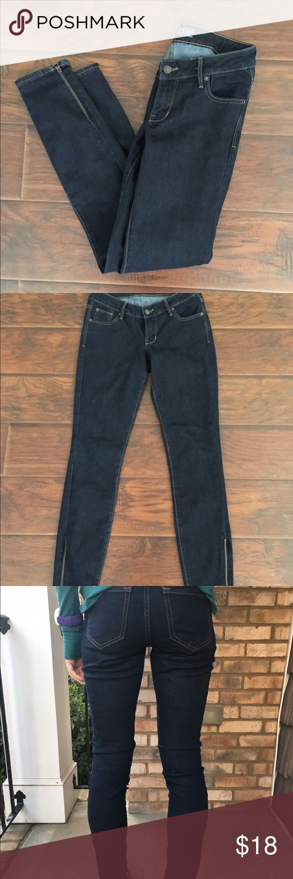 Dark blue denim rockstar jeans Brand new! Only worn for the pictures! Flawless dark denim jeans. Style is regular fit, The Rockstar jeans with zippers at the ankles. Super cute, soft, with a little stretch. Thanks for looking.💕 Old Navy Jeans Skinny