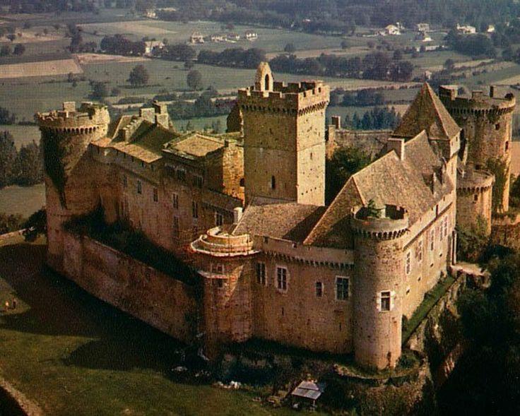 Le château de Castelnaud, Castelnaud-la-Chapelle, Périgord Noir, Dordogne. The castle contains a museum of warfare of the Middle Ages.