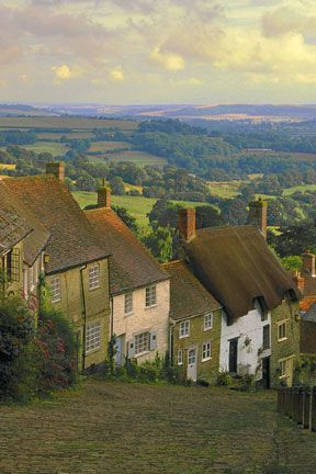 Shaftesbury, England. Gorgeous... would love to go back someday and see the countryside! Staying in a charming cottage like that is definitely on the bucket list