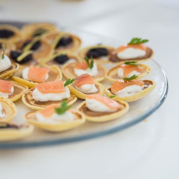 Veja esta receita de Blinis de Salmão Fumado. Esta e outras deliciosas receitas no site Nestlé Cozinhar.