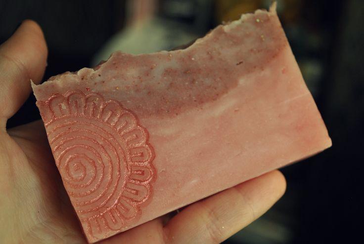 oil with pink clay мыло с розовой глиной