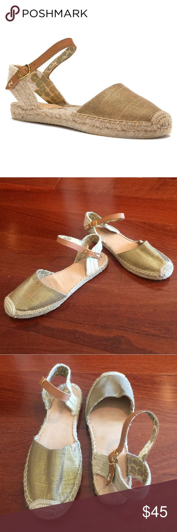 """Sperry Top-Sider Hope Espadrille Gold Flats Pre-Owned; some signs of wear but in good wearing condition. Beautiful gold espadrille """"Hope"""" flats by Sperry Top-Sider. Size 7. Sperry Top-Sider Shoes Espadrilles"""