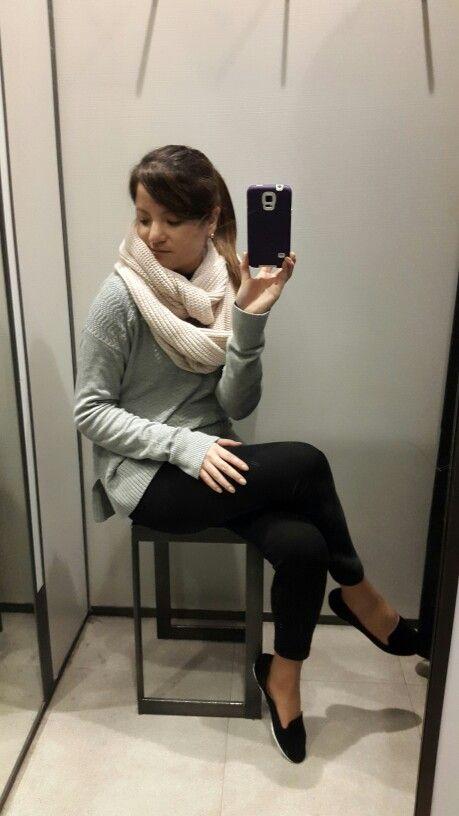 Wool fever. Black leggings, grey sweater,  pink scarf, black loafers.
