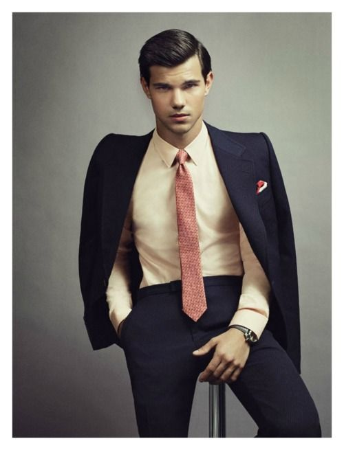 Yeah, yeah, Taylor Lautner looks nice in a suit. But he can take his shirt off now :)