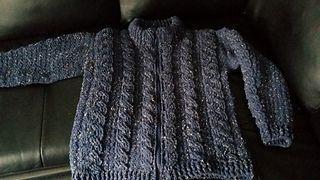 Crochet pattern Vest/Sweater in S-XXXL with cables and zipper, for man and woman in Dutch and English.  Haakpatroon vest met kabels en rits voor mannen en vrouwen. Patroon in Engels en Nederlands.