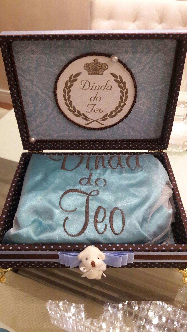 Linda Caixa para presentear a Madrinha do seu Bebe, com Robe de Cetim Personalizado e Bordado,  vanessadellaqua@gmail.com
