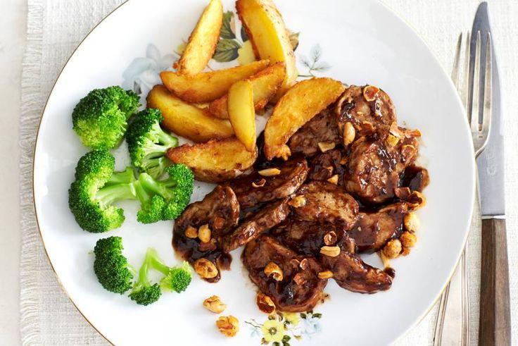 17 december - Broccoli in de bonus - Aardappel en broccoli gaan goed samen met deze woksaus - Recept - Gewokte hoisinvarkenshaas - Allerhande