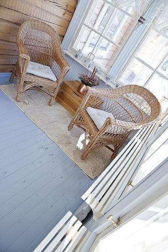 Log house for sale in Kangasniemi, Finland / Lovely chairs in verandah