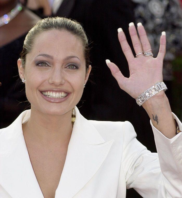 Η Angelina Jolie είναι διάσημη για το φιλανθρωπικό και ακτιβιστικό της έργο. H Αμερικανική Ακαδημία Κινηματογραφικών Τεχνών και Επιστημών απένειμε το τιμητικό βραβείο Jean Hersholt Humanitarian Award στην Πρέσβειρα Καλής Θελήσεως της Ύπατης Αρμοστείας των Ηνωμένων Εθνών για τους Πρόσφυγες για το σημαντικό φιλανθρωπικό της έργο τόσο για τα Ηνωμένα Έθνη όσο και για τα ντοκιμαντέρ της με ανθρωπιστικό περιεχόμενο: A Mighty Heart και το In the Land of Blood and Honey.