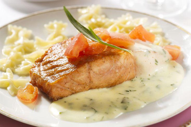Bearnaisesaus hoef je niet altijd bij steak of een ander stuk vlees te serveren, het past ook perfect bij een stukje gebakken of gegrilde zalm!