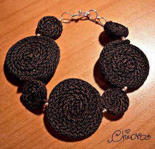 ChiorArte: Riciclo: collant strappati diventano morbidi gioielli :)