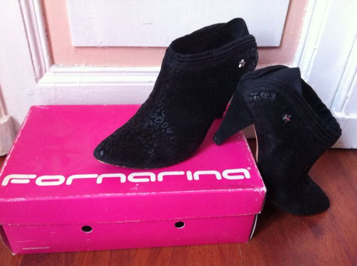 Scarpe col tacchetto maculate. Black printed suede / satin wo's shoes. brand: Fornarina