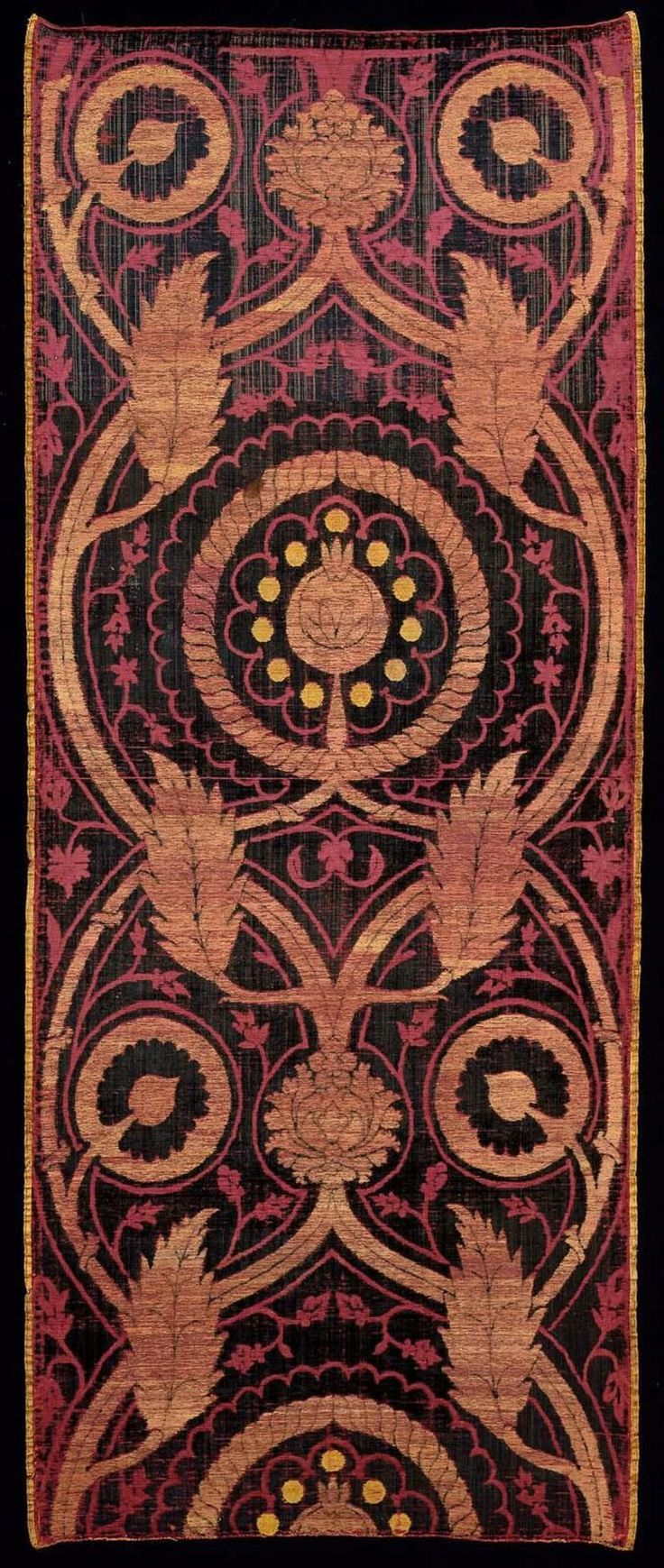 Length of velvet, Turkish, Ottoman, first half of the 16th century. Cut and voided silk velvet brocaded with gilt-metal wrapped thread | Museum of Fine Arts, Boston