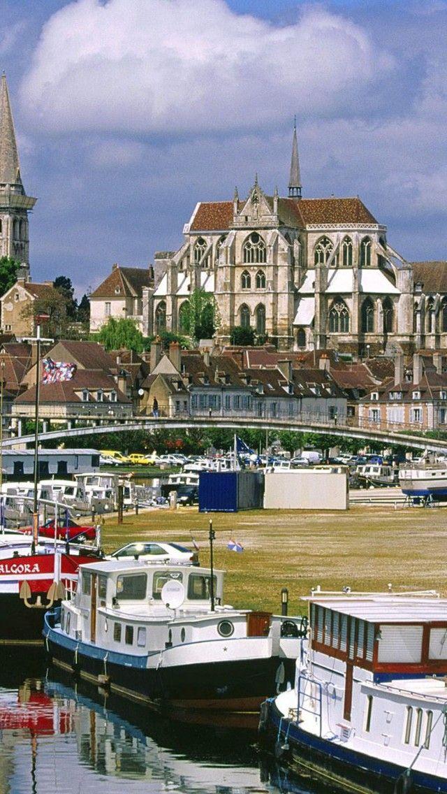 Auxerre, Bourgogne, Frankrijk. https://www.hotelkamerveiling.nl/hotels/frankrijk.html
