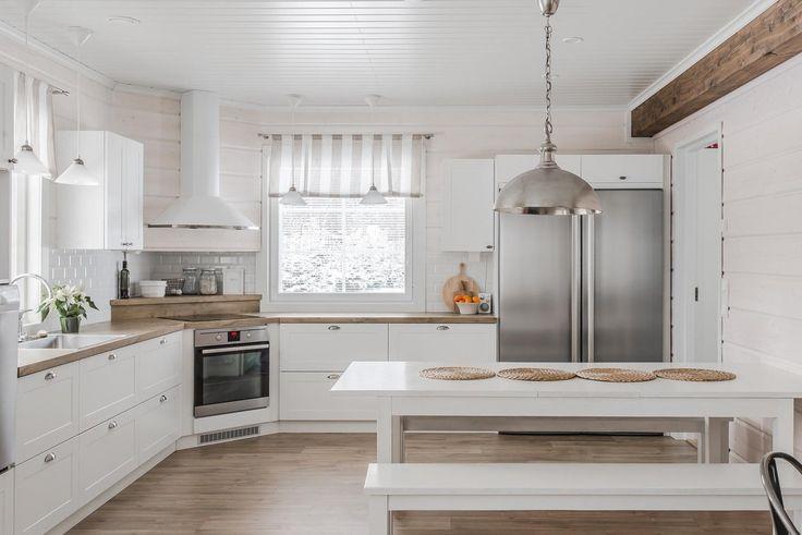 Hirsitalon maalaisromanttinen keittiö on jokaisen kokin unelma