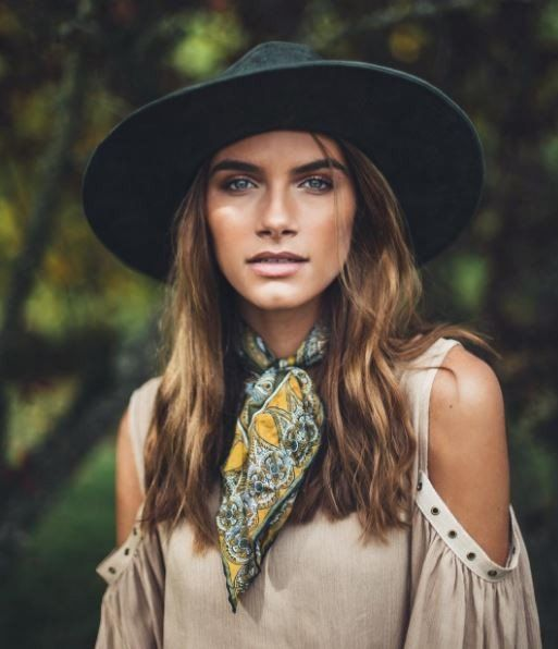Emily Mills in Noa Elle Logan Bohemian blouse, Fall 2016 Fashion Blogger Style, Bohemian outfits, womens apparel oversized top, bohemian style, landscape photography, outdoors