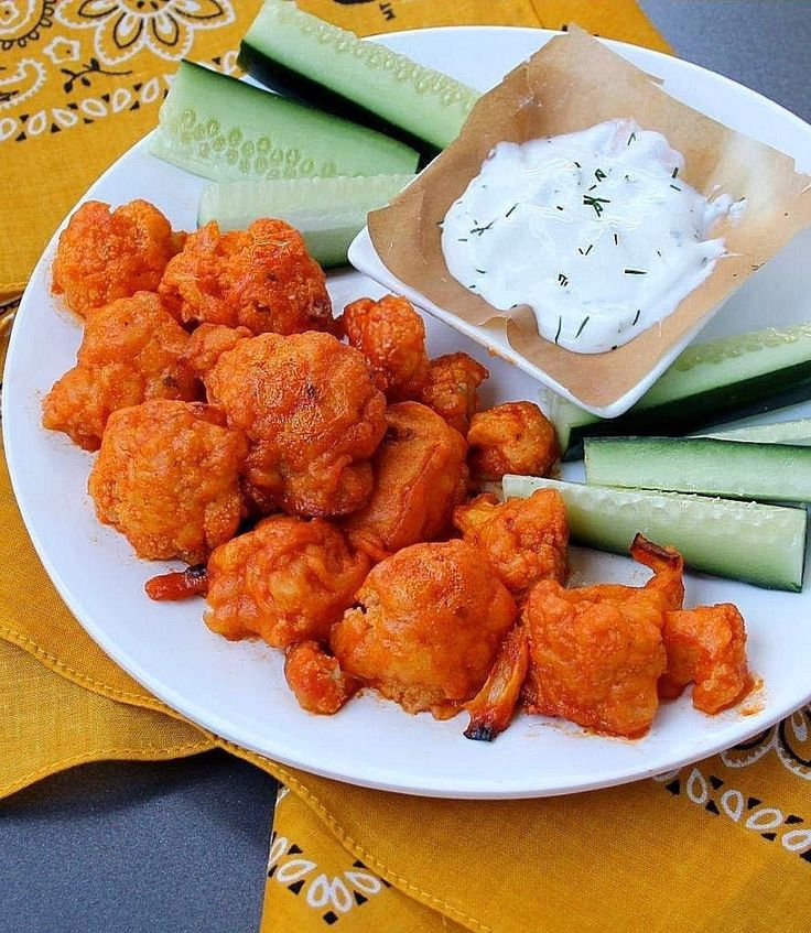 """""""Spicy Buffalo Cauliflower """"Wings"""" with Homemade Ranch Dressing""""Link ricetta --> http://www.inspirededibles.ca/2014/01/spicy-buffalo-cauliflower-wings-with.html"""