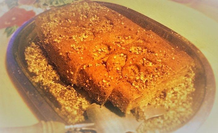Ciasto figowo-różane w posypce z orzechów laskowych