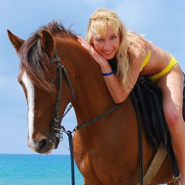 Instagram media by _soldatfox_ - Всем солнца в душе и счастья  #настроение #солнце #всемдобра#девушка #спорт#фитнесмама #блондинка#спортивныедевушки #море#лошадь #верхом#радость #любовь#все#хорошо#horse#girl#blonde#sea#sport#fitness#love#live#sexy#travel#sun#всемлюбви#зож#наконе#тепло