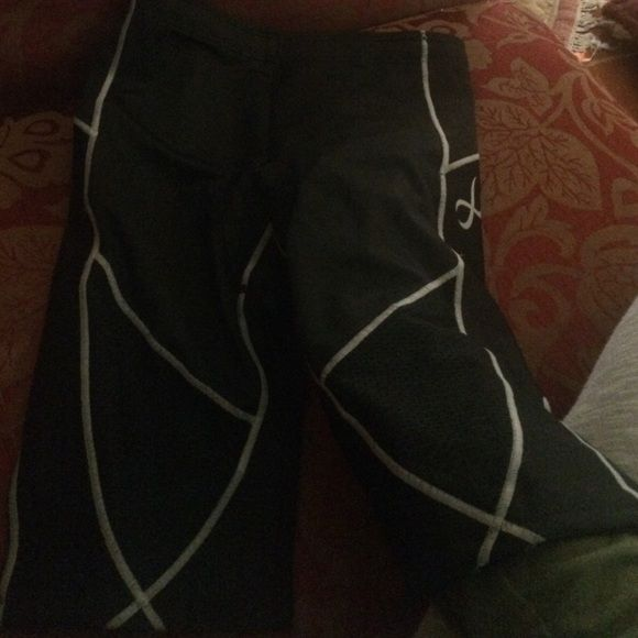 CW-X Women's Ventilator Tri Shorts sz M New CQ-x shorts for women size medium bit can fit a small. They are black with gray stitching. CW-X Other