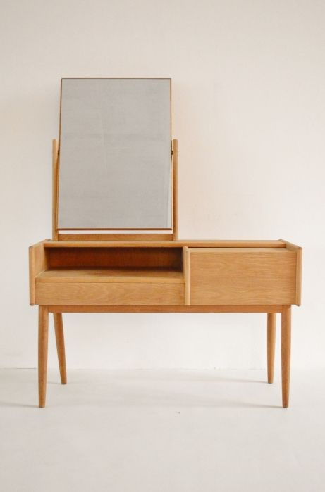 Melvin Mikkelsen Oak Dressing Table