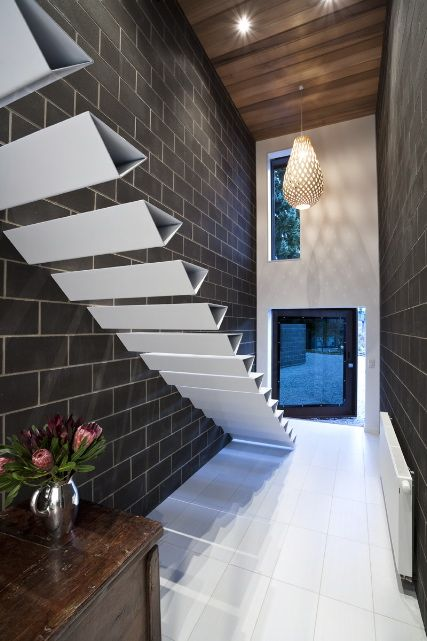 These triangular style in profile treads give the stair a solid feel.Found on Shallard House by Lat Forty Five repinned by #smgtreppen #treppen #stairs #escaleras