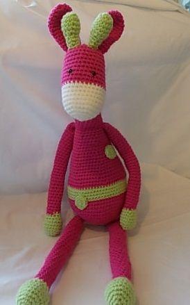 Crocheted giraffe - The Supermums Craft Fair