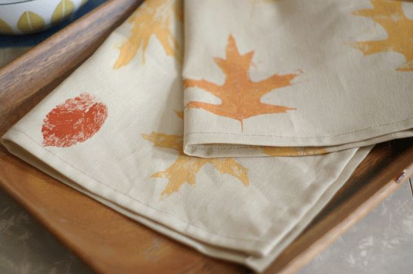 Leaf-Print Napkins for your Holiday Table: A simple introduction to printmaking. There's no cutting out stencils or stamps; all you have to do is collect some beautiful fallen leaves!