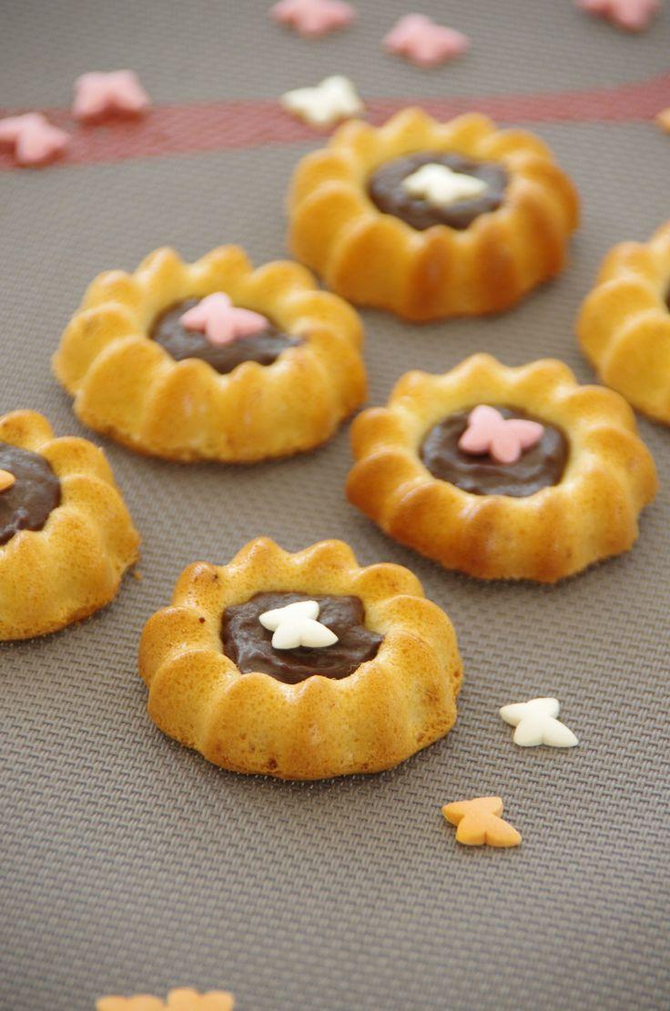 Biscuits de savoie aux ecorces de citron et chocolat dans empreinte minis st…